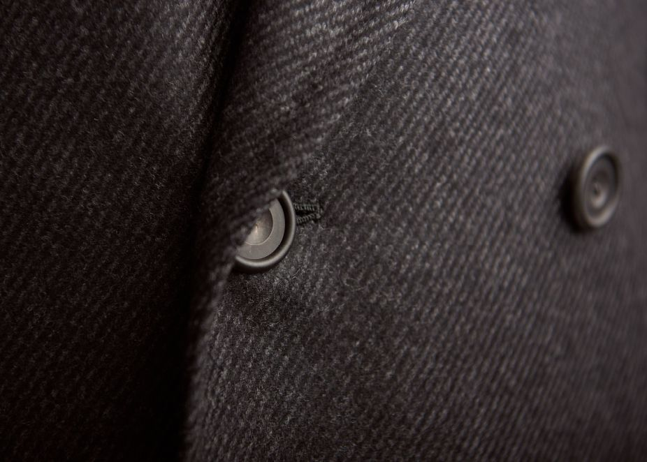 Hand-tailored in England: cut off the bespoke block, to create that perfectly proportioned Huntsman silhouette, and canvassed, to hold that sharp, slim shape.